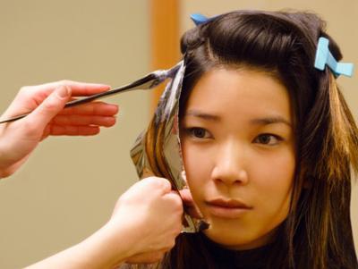 4 Tips Sebelum Memilih Cat Rambut