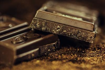 Resep Camilan Sehat: Cokelat Hitam dan Kacang
