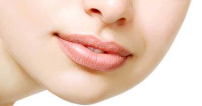Kenali 8 Penyebab Bibir Kering