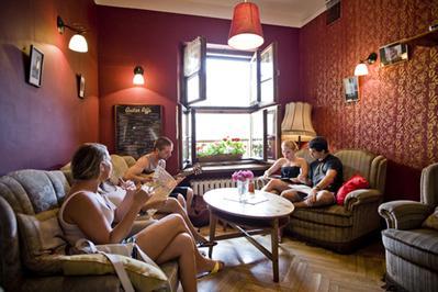 6 Tips Aman dan Nyaman Menginap di Hostel
