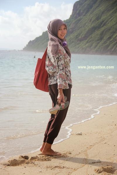Wah Ini Dia 6 Tips Menggunakan Busana Hijab untuk ke Pantai! | Fashion | beautynesia