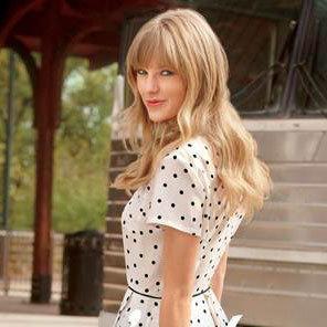 Mix n Match Gaya Kasual ala Taylor Swift