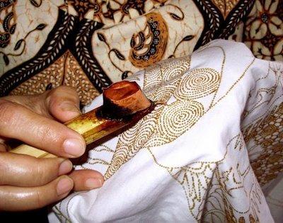 Proses Panjang di Balik Pembuatan Batik Tulis