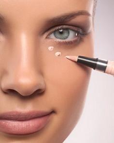 Cara Menghilangkan Kantung Mata dengan Concealer