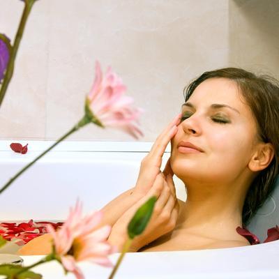4 Tips Relaksasi Ketika Mandi