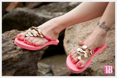 8 Ide Kreatif Cara Menghias Sandal Jepit (Bagian 1)