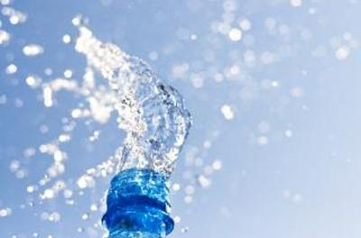 Sudah Tahu Cara Minum Air Putih yang Benar?