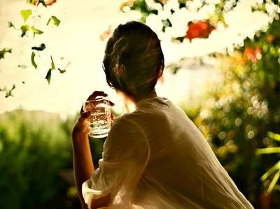 6. Minum segelas air setelah bangun tidur