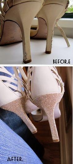 Lem dan Glitter untuk Sepatu Usang