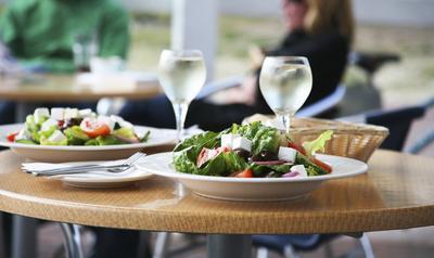 Tips Diet Ampuh Saat Hang Out dengan Teman