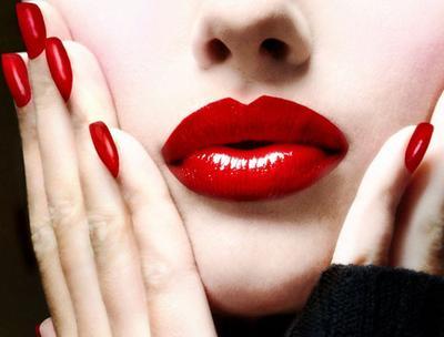 1. Lipstik Merah Menyala