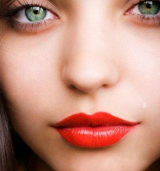 Tips Memilih dan Menggunakan Lipstik Untuk Wanita Berbibir Tebal
