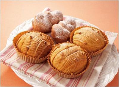 1. Makan roti manis di pagi hari