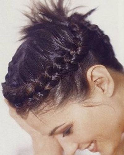 Waw..bahkan rambut sependek ini pun bisa dibuat model kepang