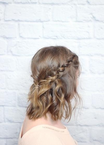 Atau seperti tali pita yang melingkar di kepala seperti ini?