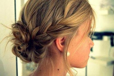 Siapa bilang rambut pendek tidak bisa dibuat gelung kepang?