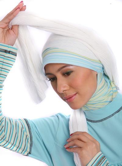 4. Tidak memakai jilbab berlapis-lapis