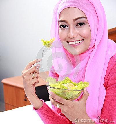 10. Konsumsi makanan bergizi