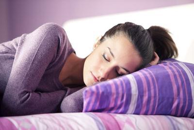 1. Posisi tidur yang salah