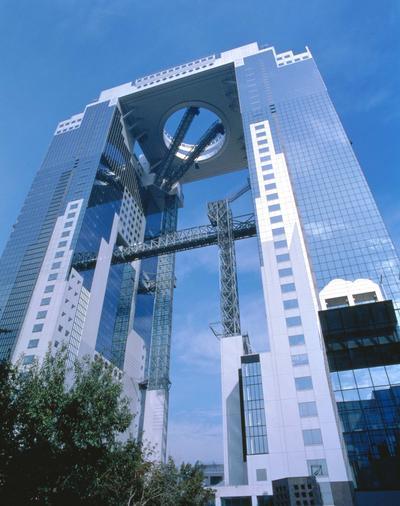 1. Melihat pemandangan Osaka dari Umeda Sky Building