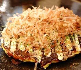 3. Mencicipi Takoyaki dan Okonomiyaki
