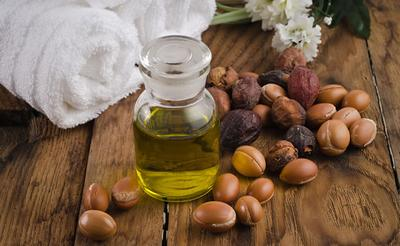 1. Menggunakan minyak alami akan membuat kulit mudah terbakar matahari?