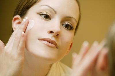 3. Menggunakan foundation hanya akan membebani kulit?