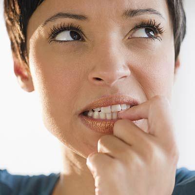 Hentikan 6 Kebiasaan Saat Kegelisahan Melanda yang Dapat Merusak Kecantikanmu