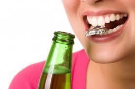 Menggunakan Gigi Sebagai Alat Bantu