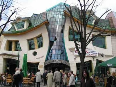 Crooked House, Polandia