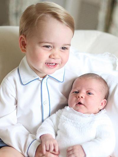 Pangeran George & Putri Charlotte Pamer Kedekatan Lewat Kecupan