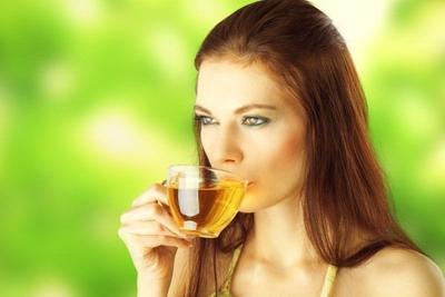 3. Minum Teh Hijau Tanpa Gula Saat Sahur