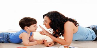 Seorang Ibu Mendidik Anak-anaknya