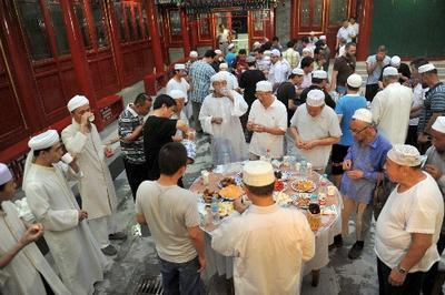 Keceriaan Berbuka di Linxia, Cina