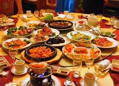 2. Suka Pilih-Pilih Makanan (Tidak Begitu Suka Makan Saat Makan Bersama)