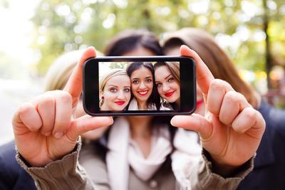 Tips Agar Foto Selfie Lebih Menarik