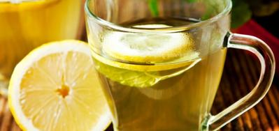 Minum Segelas Air Lemon