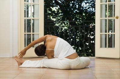 4 Pose Yoga Sederhana Menuju Bentuk Tubuh Indah