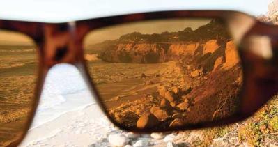 """2. Pilih Kacamata Hitam Dengan """"UV Cut"""""""