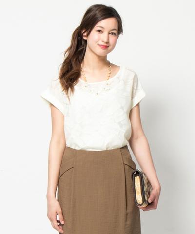 7. Rapi Dengan Pencil Skirt