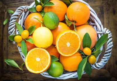 5. Biasakan Makan Buah yang Baik untuk Kulit