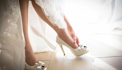 Memakai Sepatu