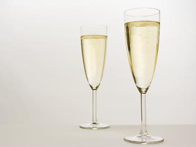 2. Pilih Gelas Tinggi Langsing untuk Minuman Berkalori