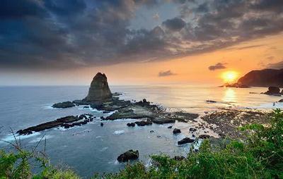 Jelajahi Pantai Papuma, Pantai Indah di Pulau Jawa