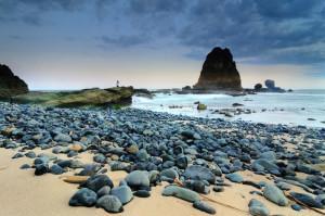 Pemandangan Berupa Batu Karang