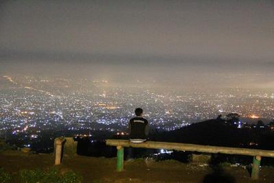 Menikmati Lanskap Kota Bandung dari Bukit Moko