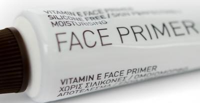 3. Gunakan Make-Up Base yang Cocok dengan Jenis Kulit