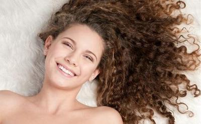Tips Menjaga Bentuk Indah Rambut Keriting