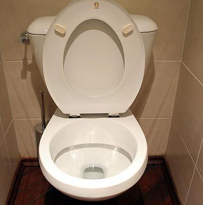 1. Penggunaan Toilet yang Tidak Steril