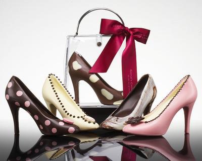 2. Memberikan Sepatu Sebagai Hadiah